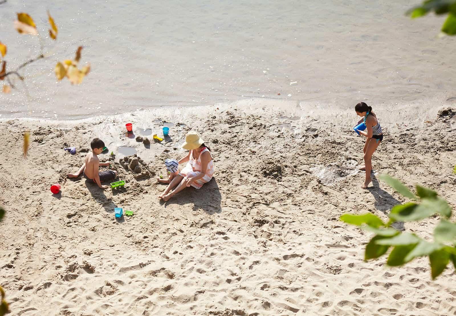 Kids making sandcastles at Mohonk beach